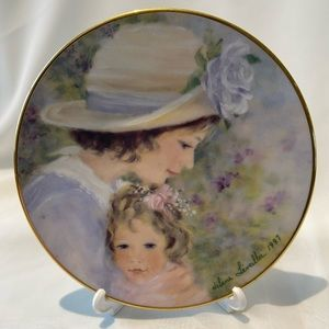 AVON Mothers Day Plates With Plate Stands